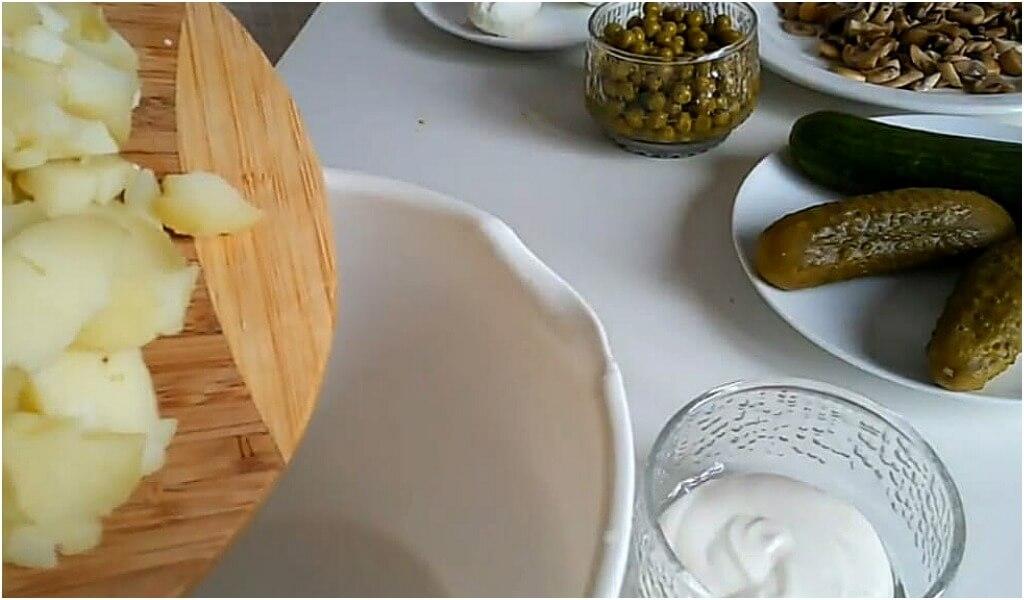 salat-olive-s-kuricej
